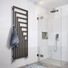 TERMA Angus V dizajnový radiátor v interiéri - vešiak zip na zavesenie uterákov
