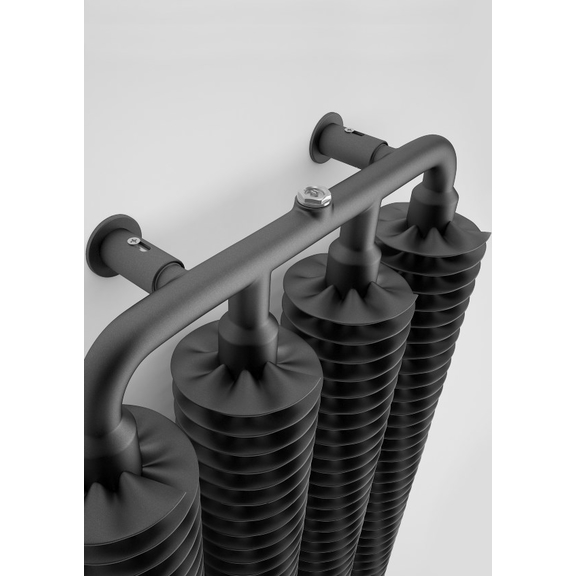 TERMA Ribbon V retro radiátor 1720x390 farba Heban Detail