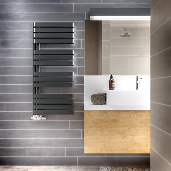 TERMA Warp S dizajnový radiátor  1110x500 farba Metallic Black -  v interiéri