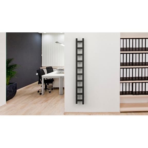 TERMA Easy One vertikálny radiátor 1280x200 Soft 9005  v interiéri